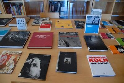 """""""À descoberta dos livros e das imagens na Biblioteca do CPF"""""""