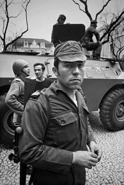 """""""Os Rapazes dos Tanques"""" / Alfredo Cunha"""