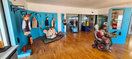 Palco das Marionetas do Teatro e Marionetas de Mandrágora