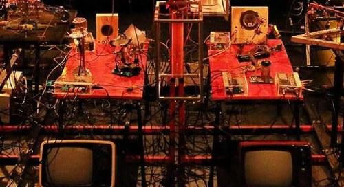 Sonoscopia & Teatro de Ferro / W